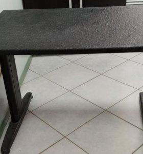 Стол офисный или обеденный.