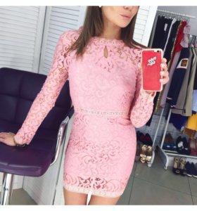 Платье кружевное розовое новое