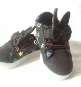 Срочно продам Новые кроссовки