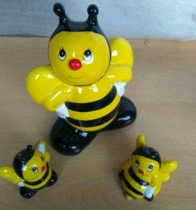 Солонка, перечница и подставка для ложек пчёлки