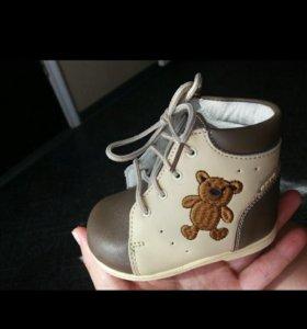 НОВАЯ. Кожаная детская обувь