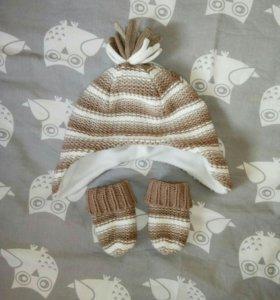 Вязанная шапочка с варежками