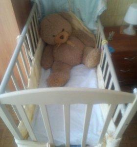 Кроватка детская и комод