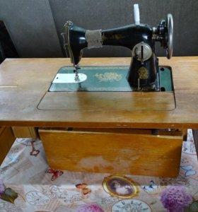 Продаётся ножная швейная машинка из СССР