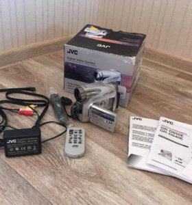 Видеокамера JVC GR-D640E