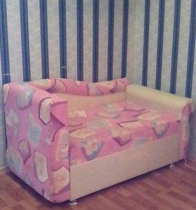 Детский диван- кровать. Торг уместен.