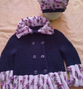 Вязанное пальто для девочки и берет