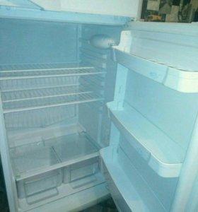 Холодильник indesit st145