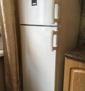 Срочно! Холодильник 2-х камерн Zanussi ZRT 24100WA