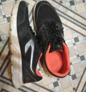 Продам кроссовки для бега из Decathlona