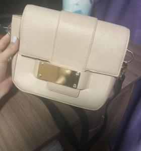 Милая сумочка нежного цвета