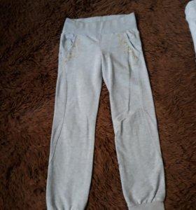 Спортивные штаны на 7-8 лет.