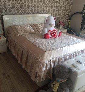 Кровать 180/200 и две тумбочки