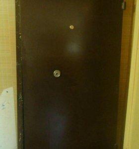 Дверь железная.Входная.