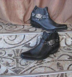 Байкерские ботинки.