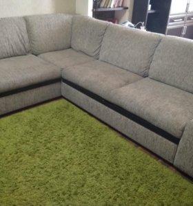 Угловой диван серого цвета.Раздвижной.