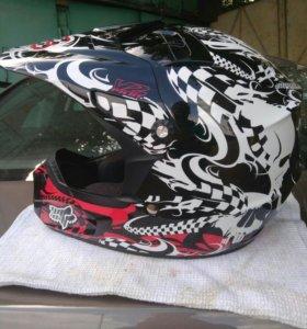 Шлем для мотокросса Fox.