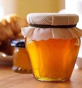 Фасовка мёда, наклейка этикеток