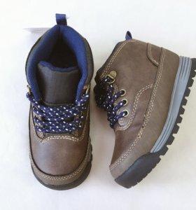 Новые ботинки Carter's