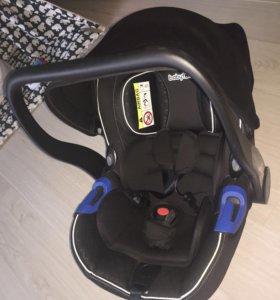 Автомобильное кресло для детей весом от 0 до 13 кг