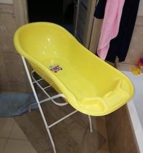 Детская ванночка с подножкой