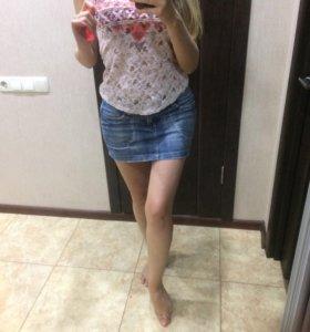 Стильная джинсовая юбка и розовая майка