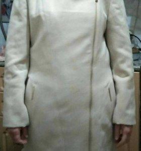 Драповое пальто.