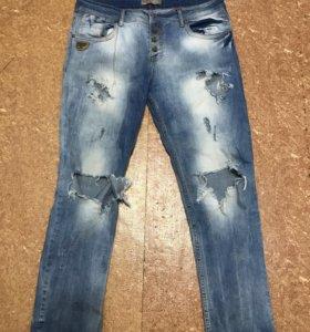 Рваные джинсы . Размер 48-50