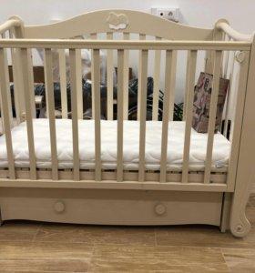 Детская кроватка -маятник+матрас+комод/пелинальник