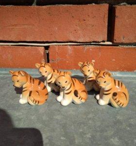 Фарфоровая статуэтка тигренок