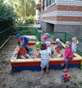 Воспитатель в детский сад