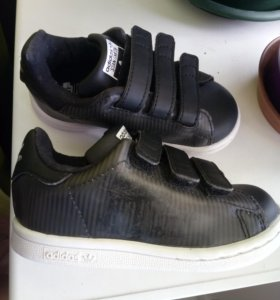 Кроссовки adidas 22-23. В идеальном состоянии