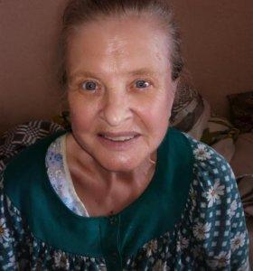 Помощница для пожилой женщины