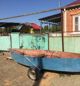 Лодка металлическая