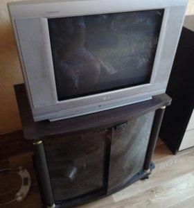 Телевизор и тумба
