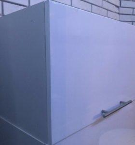 Навесные кухонные полки белый глянец