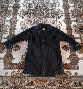 Женская замшевая куртка с лаковой отделкой