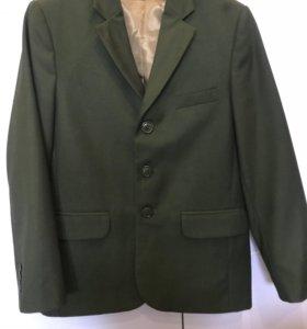 Школьный зелёный пиджак для мальчика 140-146