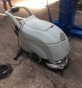 Sweeper with cable (уборочная машина)