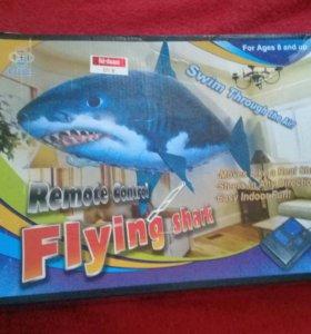 Летающая рыба акула на пульте дистанционного у ПДУ