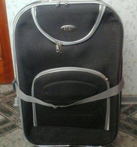чемодан на колесиках в отличном состоянии,мало б/у