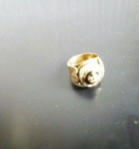Перстень мужской 585 пробы отделка белым золотом