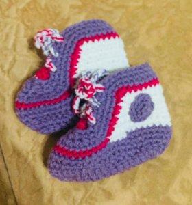Вязанные пинетки для малыша