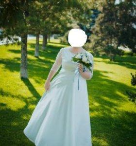 Атласное свадебное платье .