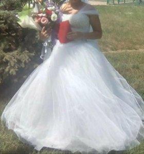 Свадебное платье. В хорошем  состоянии