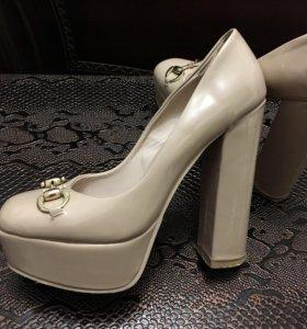 Туфли в хорошем состоянии, цены разные