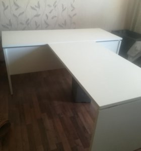 Офисные столы 2 штуки 2 шкафа и 2 тумбы в подарок