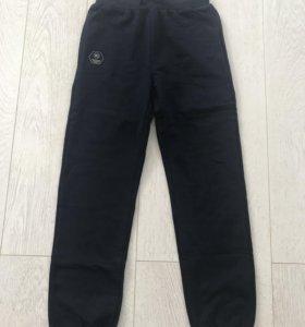 Новые спортивные брюки на мальчика 158р
