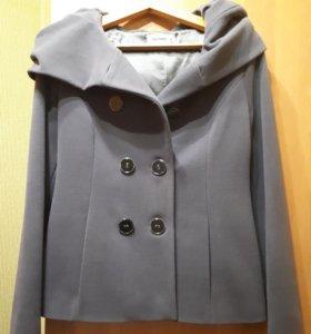 Продам пальто р.42