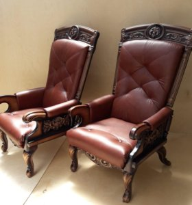 Кожаные кресла.
